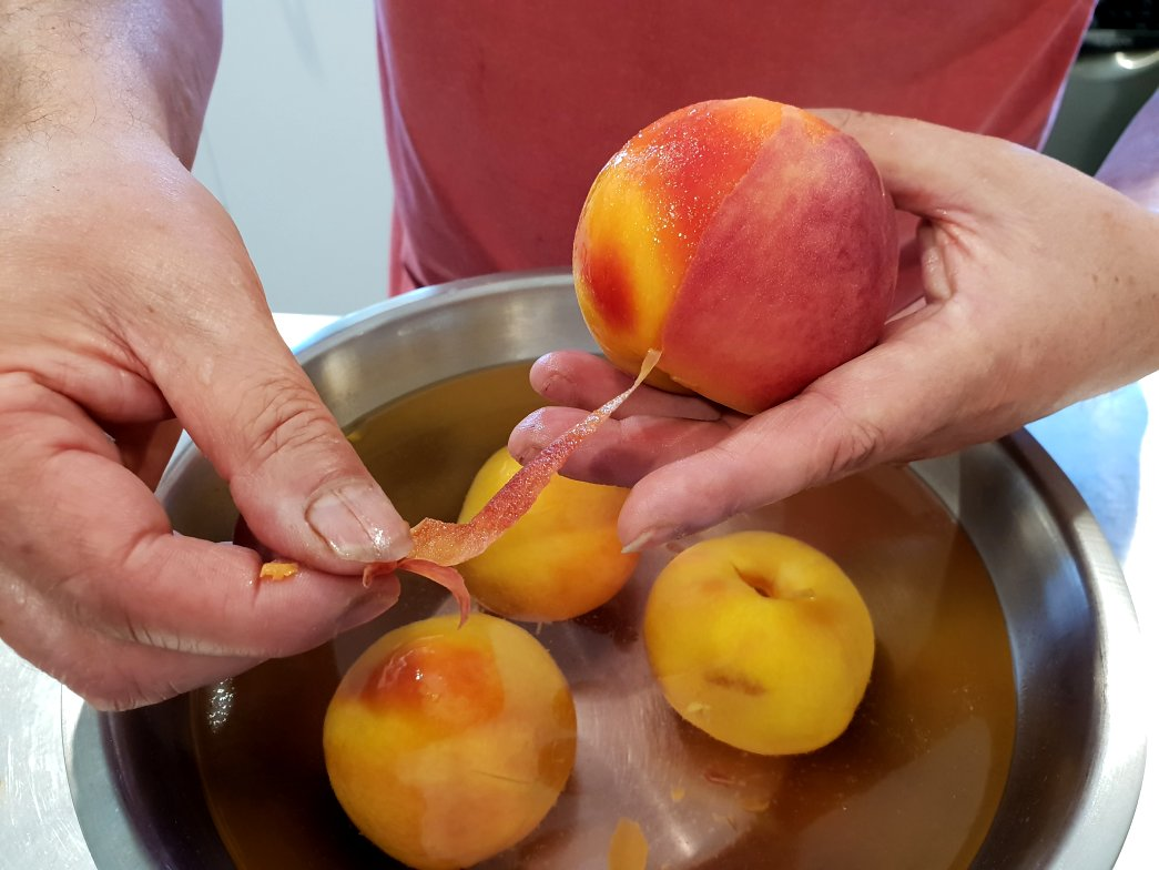 how to skin peaches
